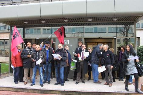 Rassemblement devant le siège d'UTI Group